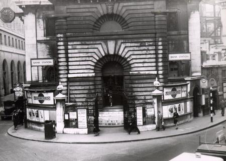 B/w print; facade of st mary woolnoth church by topical press, 9 oct 1946