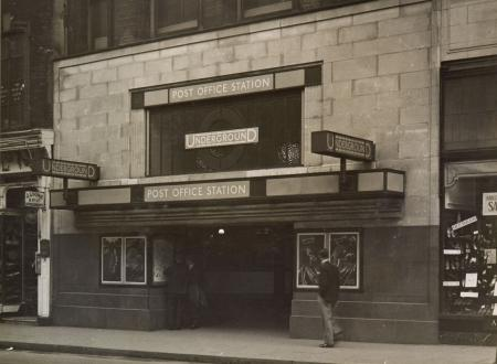 B/w glass neg, newgate street entrance to post office (renamed st pauls) underground station by topical press, 17 jan 1931