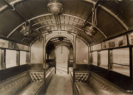 B/w glass neg, interior view of trailer car, city and south london railway stock, by topical press, 1922