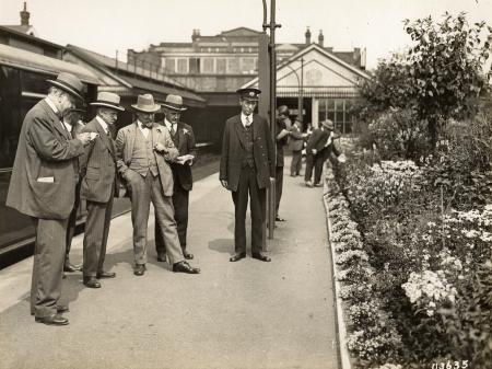 B/w glass neg, district railway station gardens competition, 1925 by topical press, 13 jul 1925