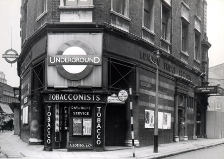 BW print; London Bridge Underground Station on the City and South London Railway now the Northern Line by Brooks, 1 Dec 1964