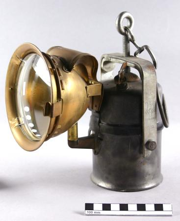 Hand lamp; acetylene hand lamp with attached reflector with glass lens, 1914-1970