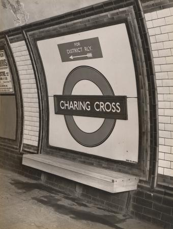 Bw glass neg, Charing Cross Underground station, Northern line, platform by Topical Press, 20 Jan 1933