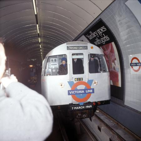 Colour transparency, queen elizabeth ii at the opening of the victoria line, 7 march 1969