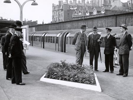B/w print; station gardens competition 1950 by topical press, 28 jul 1950