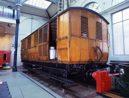 Related object: colour transparency, Three quarter front view of Metropolitan Railway milk van No by Hugh Robertson, November 1999